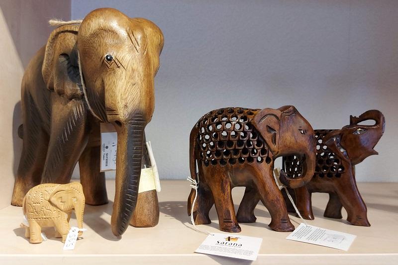 Olifanten uit hout | Wereldwinkel Ermelo